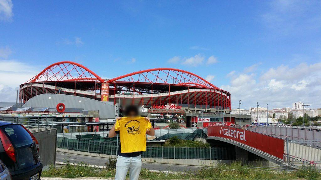 """Λισαβόνα, έξω από το γήπεδο Ντα Λουζ 2016 """"Ο Θεός συγχωρεί η ΑΕΛ ποτέ"""""""