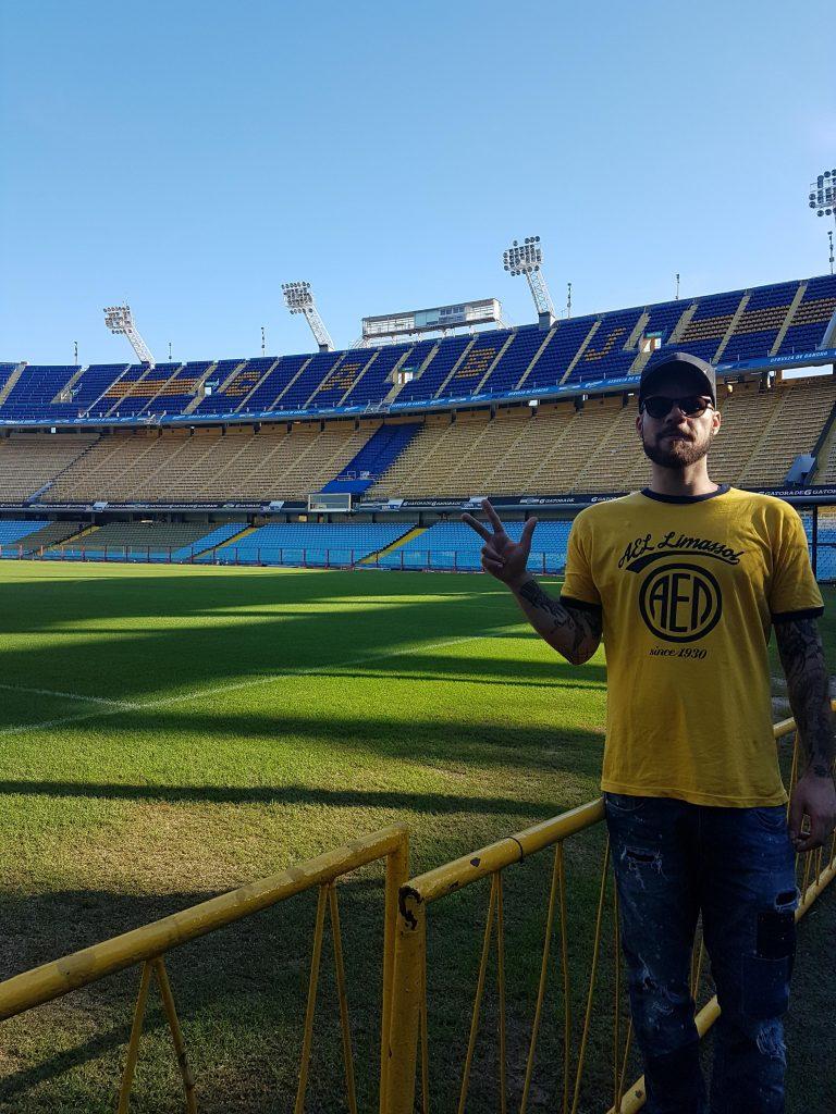 Ο αδερφός μας Stefan στο γήπεδο της Boca Juniors, 'La Bombonera' στο Buenos Aires.